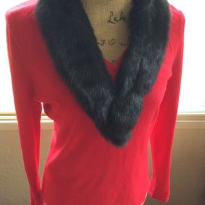Holiday Sweater w/Auth Fur Neckline (M)